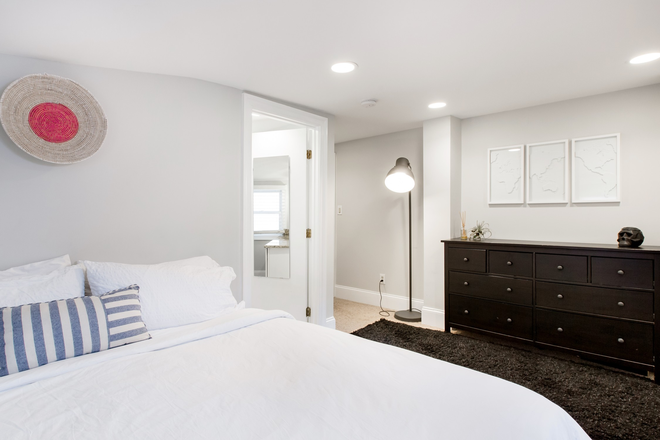 Bedroom 3 - Luxury 4 bedroom 4 bath with 6 beds fully furnished in heart of Georgetown Townhome