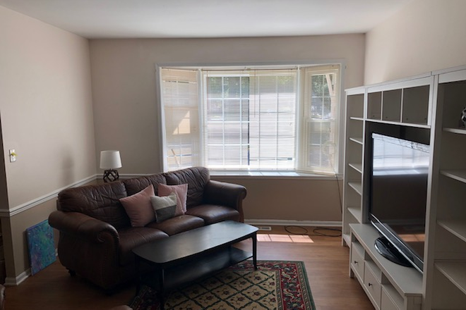 Living room - FURNISHED TH, NEXT TO GMU, IMMEDIATE OCCUPANCY DISCOUNT Townhome