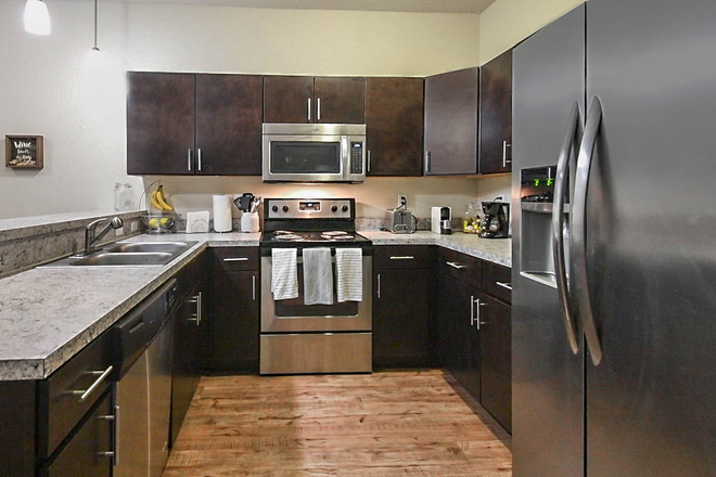 ktichen appliances - LynCourt Square is the 2020 Student Property of the Year. Spacious, modern living for UF students! Apartments