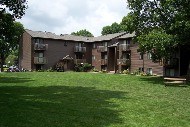 Exterior - Parkside Manor Apartments