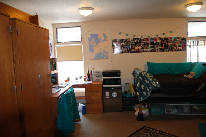 dorm room example - Hillel House 388 N. Pleasant St. FALL 2021 SINGLE OR SHARED ROOM Rental