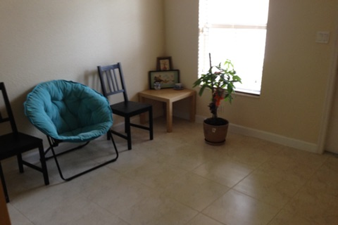 living - ROOM FOR RENT IN TOWNHOME  - FIU-UNIV MIAMI