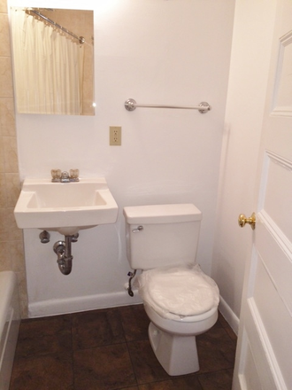 BATHROOM - NO BROKER FEE - SPACIOUS ONE BEDROOM APARTMENT AT 1077 BEACON STREET AVAIL. 7/1/2021