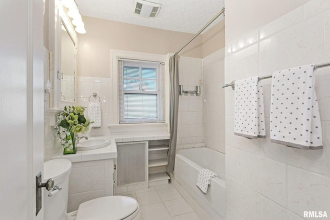 Bathroom - Oak Estate Rental