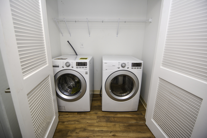 Washer and Dryer - 61 Vandy: Fully furnished & Walk to MUSC Apartments