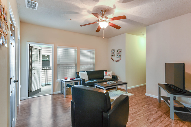 living room - LynCourt Square is the 2020 Student Property of the Year. Spacious, modern living for UF students! Apartments
