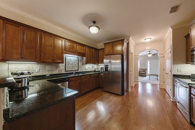 Custom kitchen - Comfy-upscale townhome at the right price!