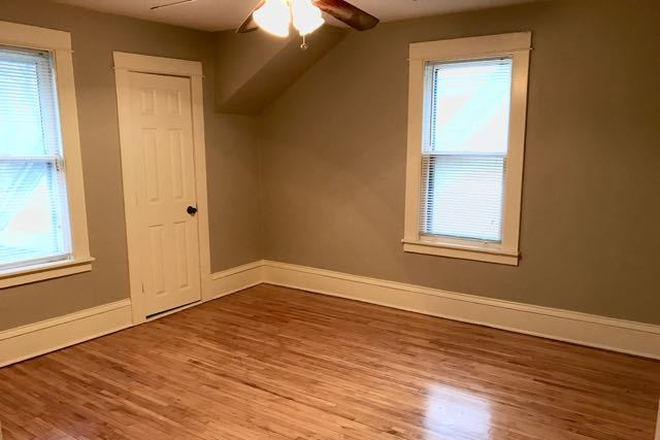 Bedroom - Fully renovated 4BD 2BA house in historic part of Saint Paul Rental