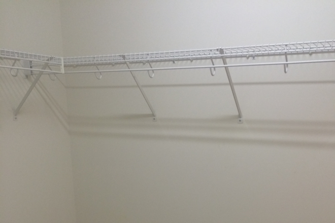 Huge walkincloset to hang clothes - Great Location for Professionals Rental