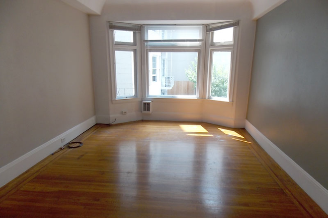 Bedroom #2 - Newly Renovated With Amazing Natural Light! Large 3 Bed/1.5 Bath Nob Hill Apt near Restaurants/Shop