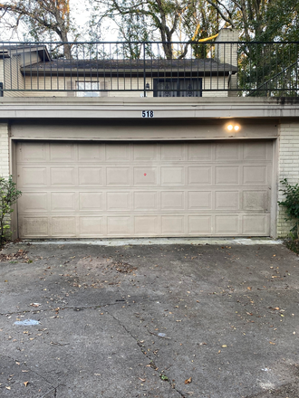 2 car garage - Townhouse close to UMMC campus/Hospital and St Dominic Hospital