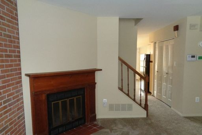 Living Area - Fantastic 3 Bedroom, 2.5 Bathroom plus Family Room SO close to Hopkins Townhome