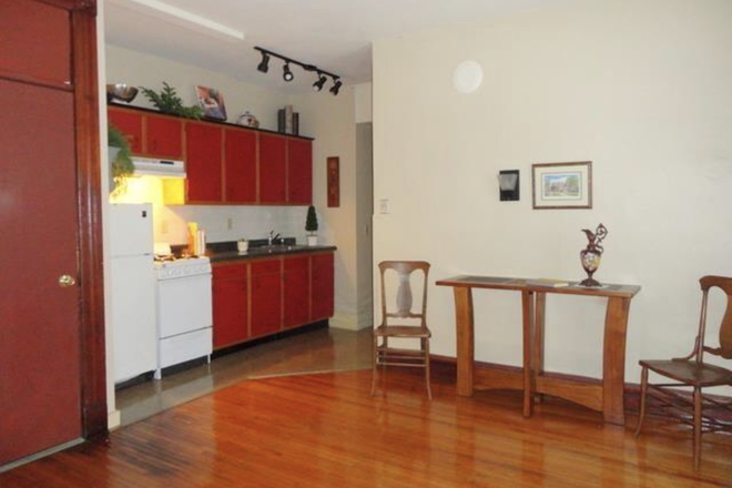 Kitchen - 1 bedroom close to campus and down town Apartments
