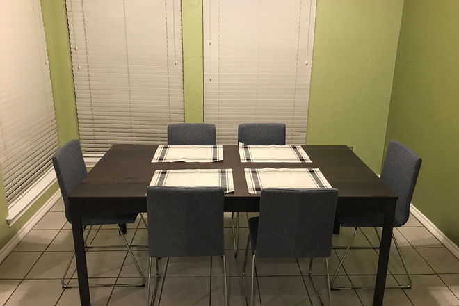 Dinnette: large table w/ 6 chairs - Furnished Women's Townhouse in Quiet Park Setting - 2 Bedrooms Available, near Discovery Park & TWU