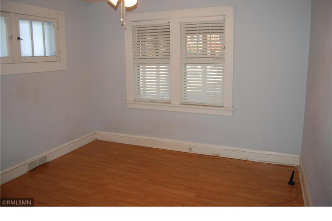 Bedroom - 5 or 6 Bedroom House Available- Flexible Move In Date Rental