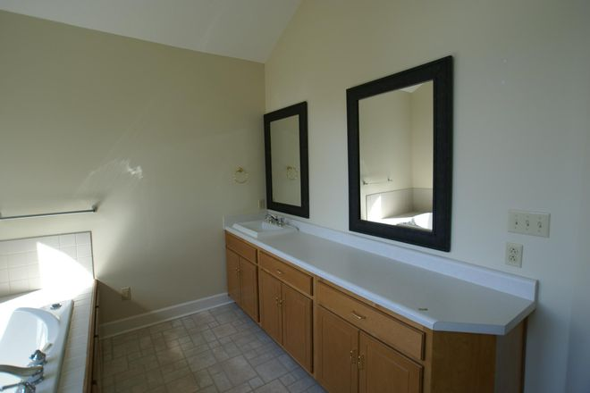 Upstairs Rear Bathroom