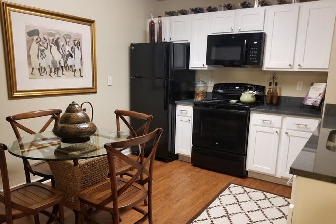 Eat-In Kitchen - Sabal Palms Apartment Homes