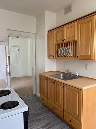 kitchen - 902 Harrison Street Davenport, IA Unit 1 - Walking distance to Palmer! Units coming available soon! Apartments