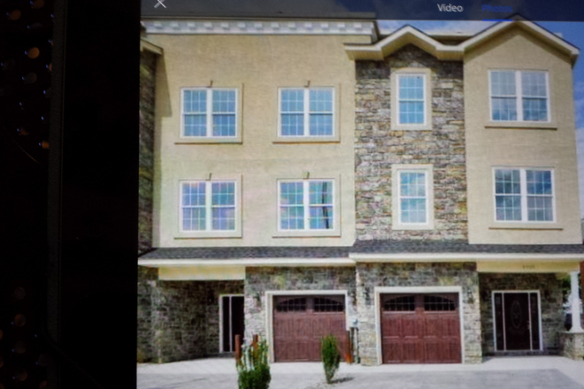 Front of house with driveway parking - New upscale Manayunk townhouse fully furnished 5 bedrooms available 7/1/2021.
