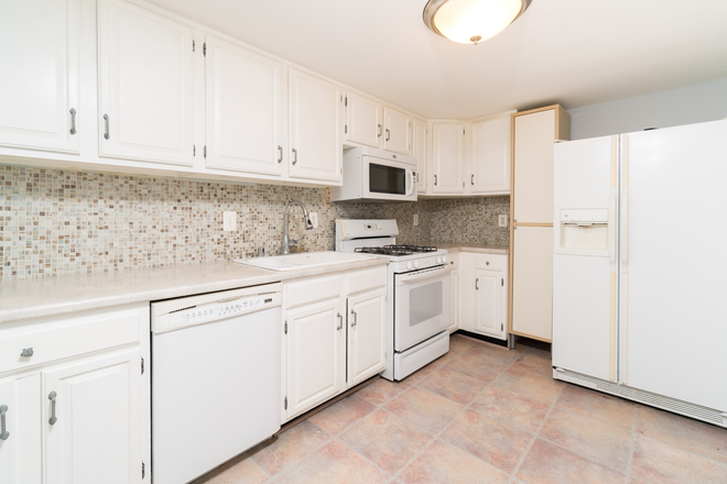 Kitchen - Beautiful 3 Bedroom, 1.5 Bathroom in Butchers Hill Townhome