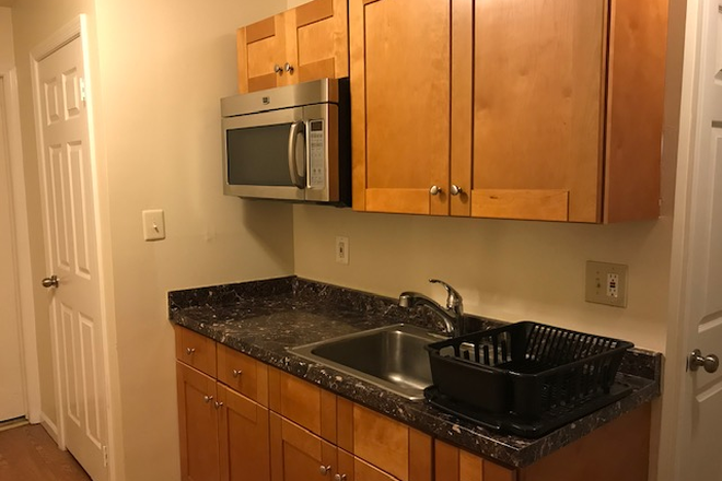 kitchenette - Basement bedroom with private bathroom and kitchenette Available(Fairfax / Burke VA) Townhome