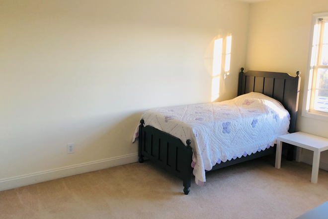 Bedroom 2 - Furnished Wyndhurst Townhouse incl Util & WiFi, 2-3 Rooms avail, $425 ea/4 students, 6 miles from LU