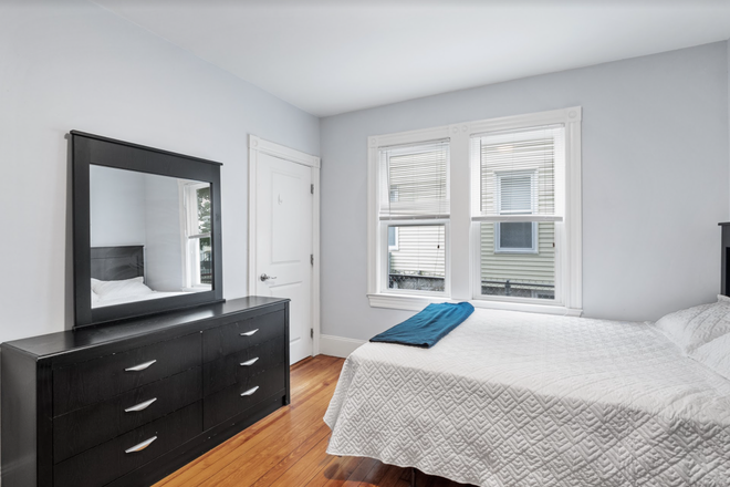 Bedroom - Rent a Private Bedroom in a Beautiful 7 bed/3 bath Apartment in Waltham!