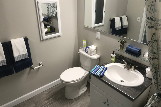 4 Bed, 4 Bath Private Bathroom