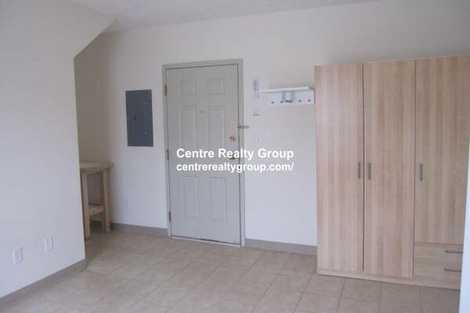 Entrance - Two Room STUDIO, High Ceilings + One Block from Moody Street Apartments