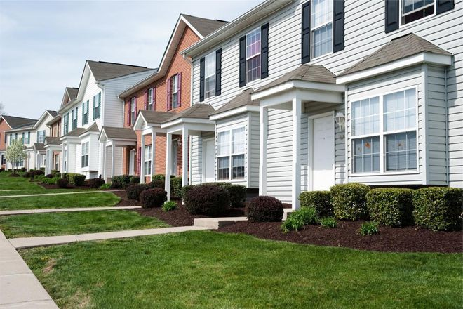 Park at your door and take advantage of three guest parking lots or save gas at the large covered bus stop. Pheasant Run Townhomes also offers responsive 24 hr maintenance as well as personable on-site management to meet all your needs. We'd love for you to come see why living at Pheasant Run Townhouse is great today!
