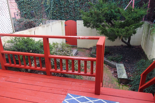 Deck and Garden - Townhouse to Share in Rittenhouse Sq. Area. Currently has one tenant, looking for 2 more tenants