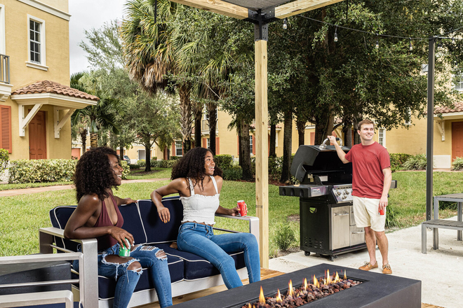 Outdoor Grill & Fire-Pit Area