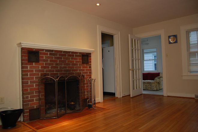 living room with adjacent sunroom - 3 BED/2 BATH HOUSE ,WALKING/BIKING DISTANCE FROM CAMPUS Rental