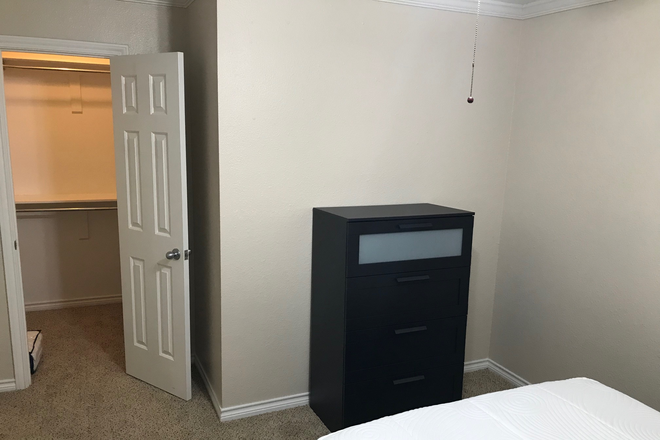 BR#1 - full bed, dresser, walkin closet - Furnished Women's Townhouse in Quiet Park Setting - 2 Bedrooms Available, near Discovery Park & TWU