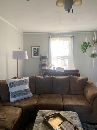 Shared Living Room - Beautiful Home Close to LU - 2 large rooms for rent Rental