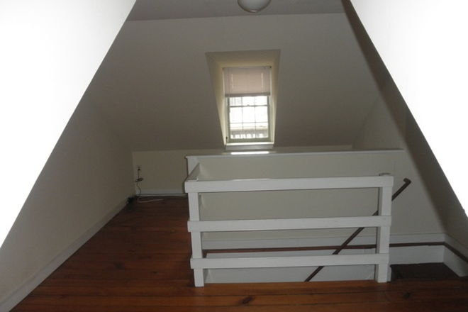 Loft - Charming 2 possible 3 bed, 1 ½ bath Townhouse in Fells Point