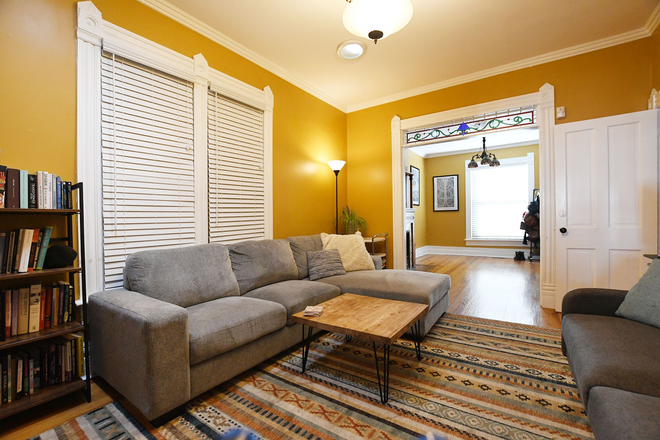 Living Room - Charming 2 Bedroom Home Close To Campus! Rental