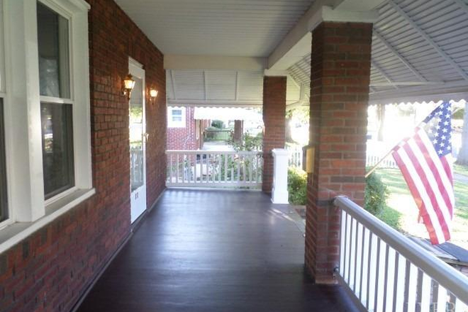 Porch - *Looking for some Christ-lovin Students to live in this Beautiful 3 story House!!! Close to LU! Rental