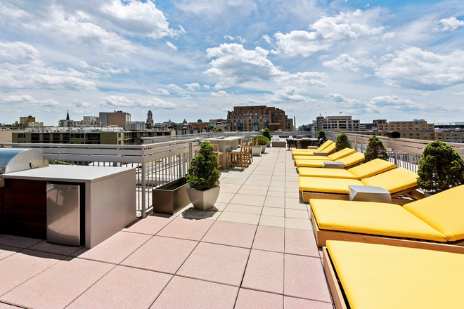 Outdoor seating - Harrington Residence Apartments