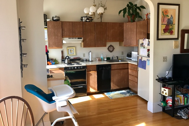 KITCHEN - LIVE IN THE SOUTH END! VERY CLEAN & SPACIOUS TWO BEDROOM CONDO AT 523 COLUMBUS AVE. AVAIL. 7/1/2021