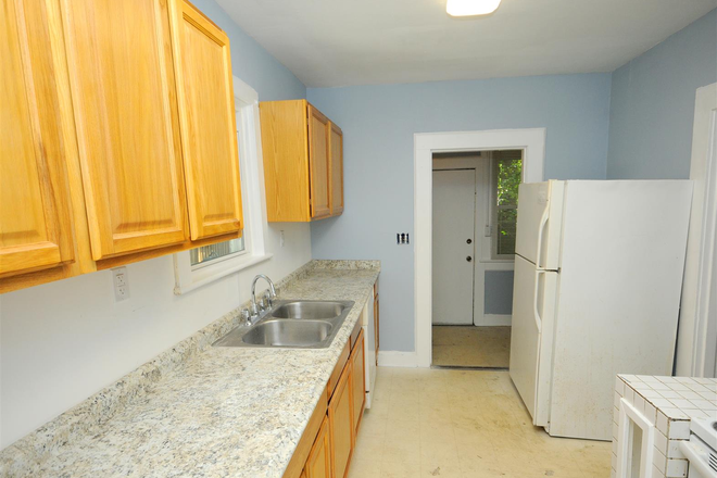 Kitchen - Remodeled 4 Bedroom 5000 Powhatan Ave (shared rent available NOW) Rental