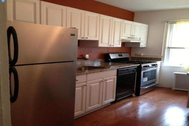 Kitchen fully furnished - 3 Bed Condo w Private Parking Fully Furnished Newly Renovated in Liberties West Gated Community