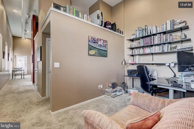 office with storage above! - 1211 light st #402 - Top floor 1 bedroom huge private deck VIEWS lots of storage & dedicated parking Apartments