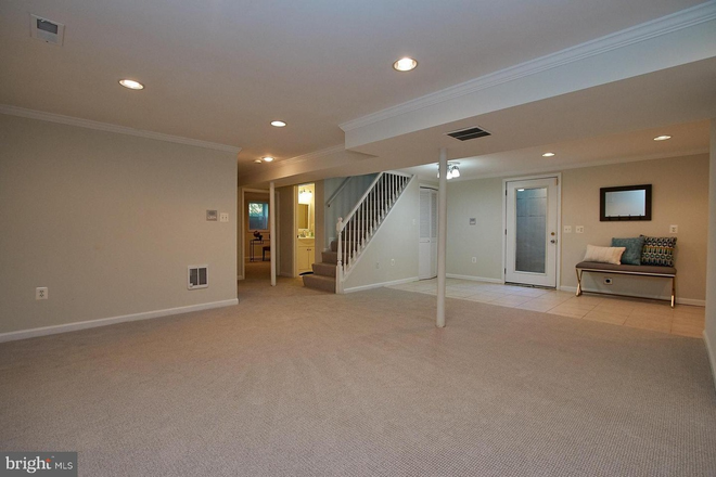 Looking towards to 2 bedrooms - North Arlington Apartment - walk to Marymount