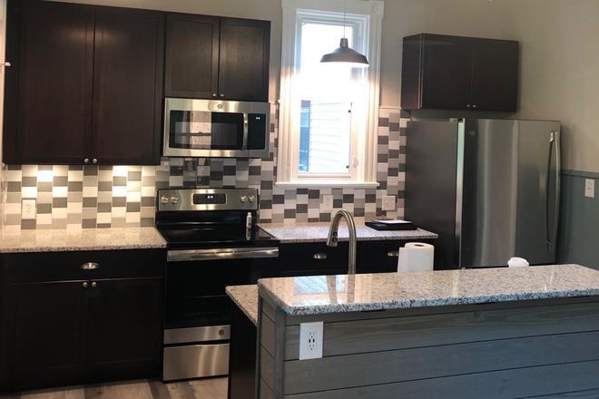 Eat-In Kitchen, Sink/DishWshr in Island - Now Renting Luxury Student Housing  for 2021/22 - Completely Remodeled in 2019!!- Quiet Street Rental