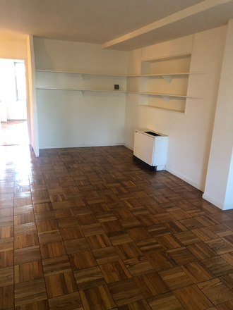 Living Room - Large One Bedroom Apartment - A few minutes walk to GWCampus