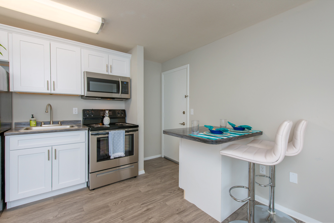 Modern Kitchens with Breakfast Bars - Aspen Chase -  All-Inclusive Apartments Minutes From Campus! Join Our Waitlist for Summer/Fall 2021!