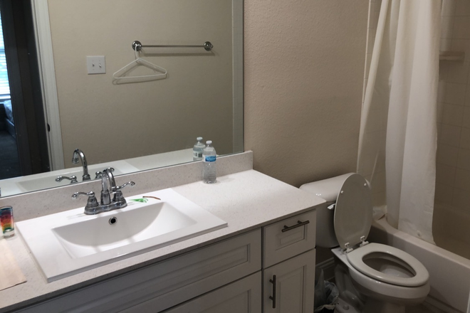 Bathroom - Room in new home near campus Rental