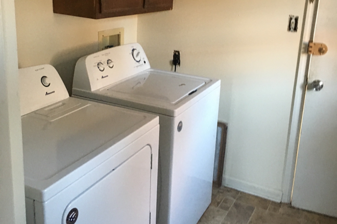 Laundry room - 709 North Henry Street -  approx. 1 mile from campus Rental
