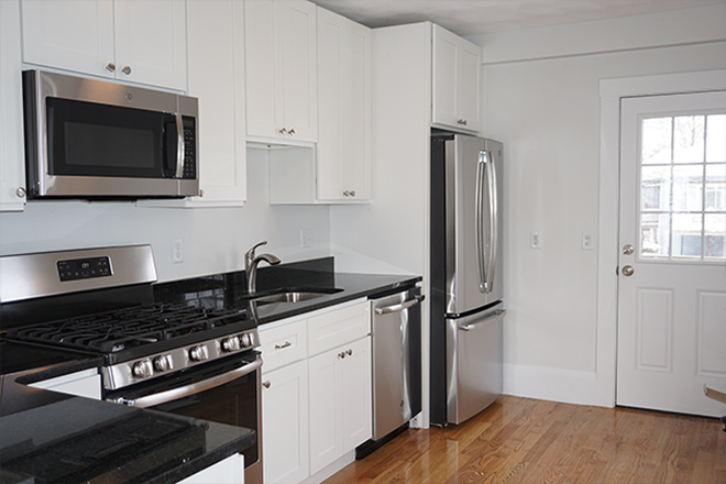 Kitchen - ASH STREET - NEWLY RENOVATED 4 BED 2 BATH APARTMENT